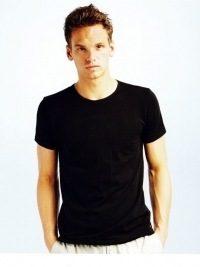 Camiseta Tommy Hilfiger Premium Essential, negra cuello redondo