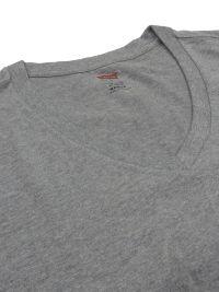 Camiseta Levi's gris en cuello pico