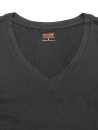 Camiseta Levi's negro en cuello pico